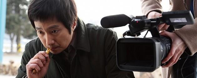 だがその頃、テレビ局のディレクター・ユン(パク・ヘイル)は、教授の研究成果は捏造されたものだという匿名の告発電話を受ける。